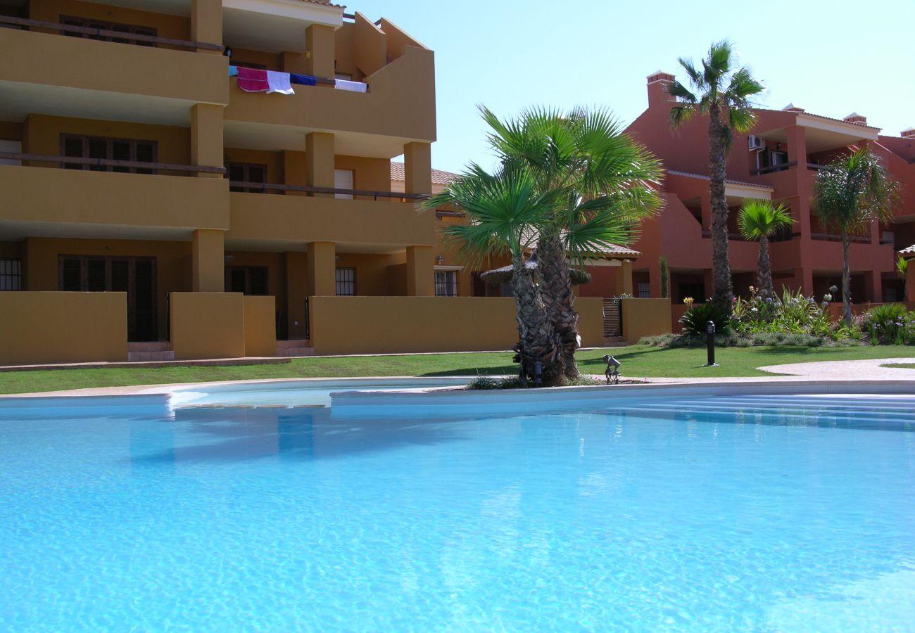 Bonito bungalow con gran piscina comunitaria - Resort Choice