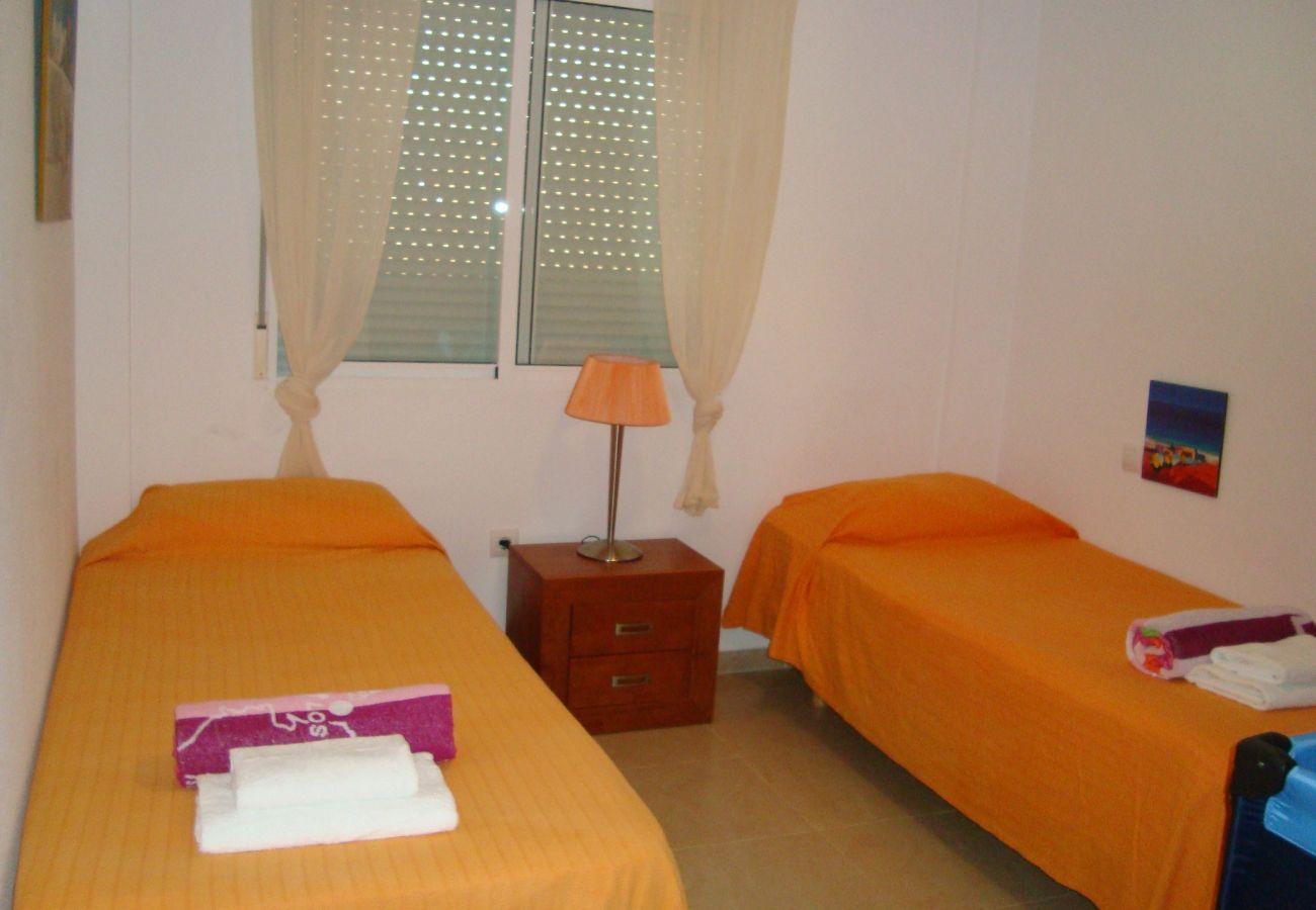 Gran dormitorio con 2 camas individuales - Resort Choice