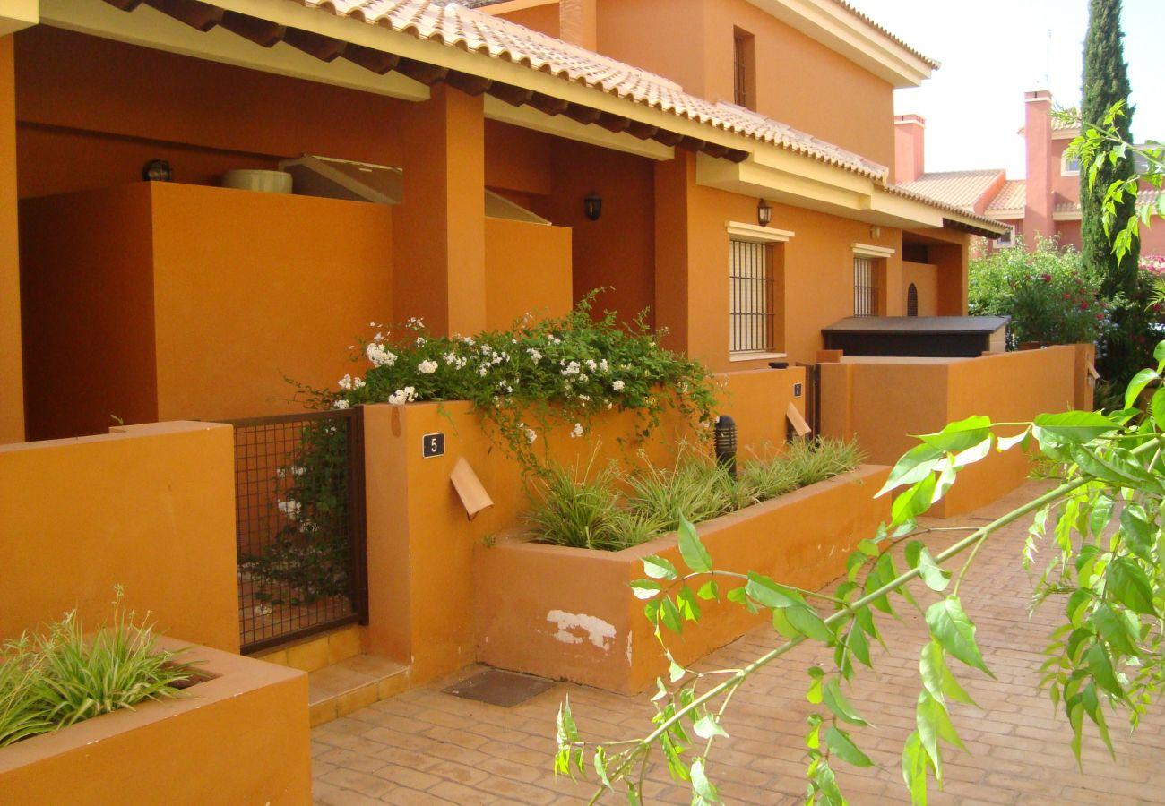 Precioso exterior con jardín - Resort Choice