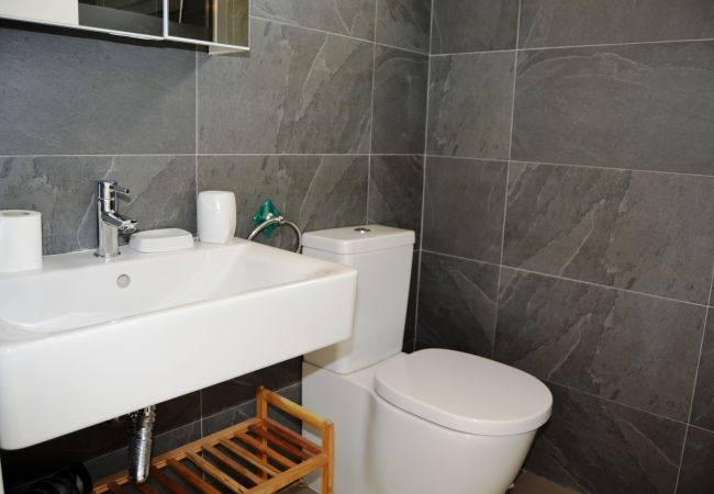 Gran baño con sanitarios modernos - Resort Choice