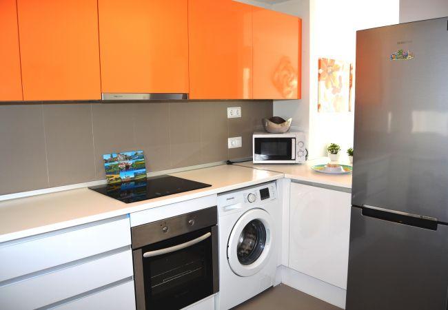 Gran cocina bien equipada con electrodomésticos modernos - Resort Choice