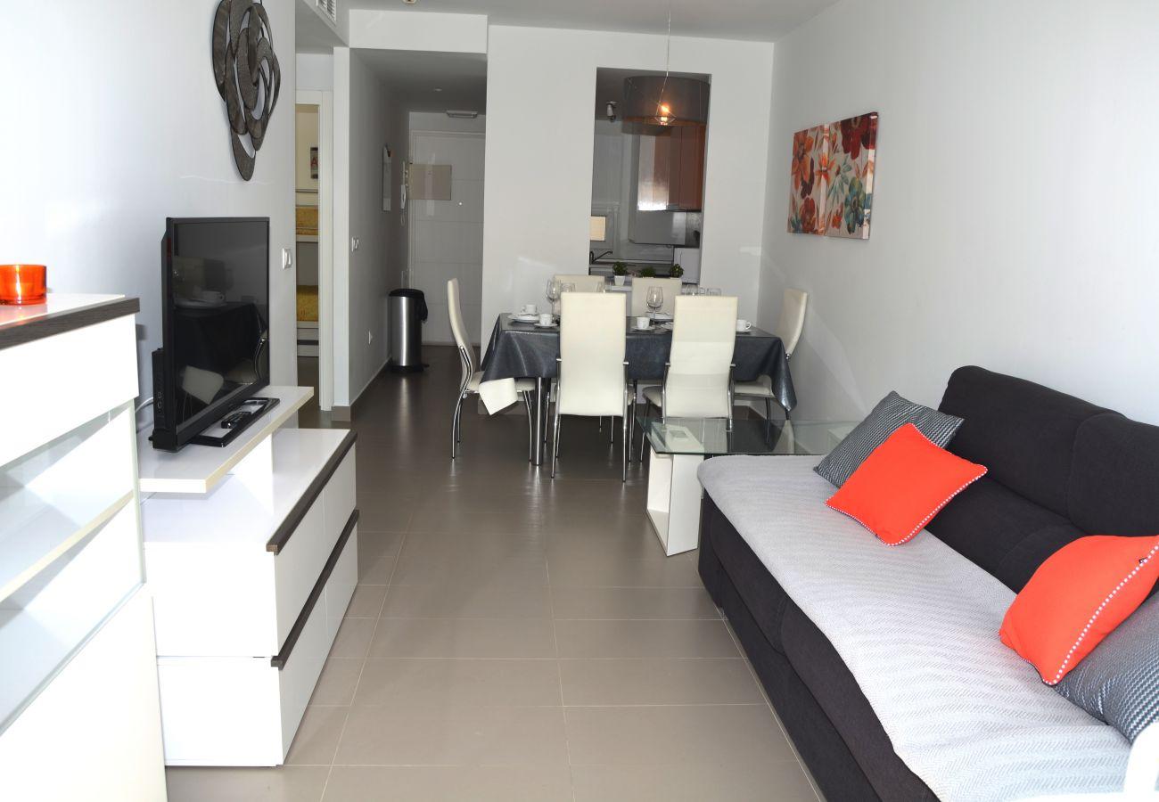 Gran salón con buen sofá y mobiliario - Resort Choice