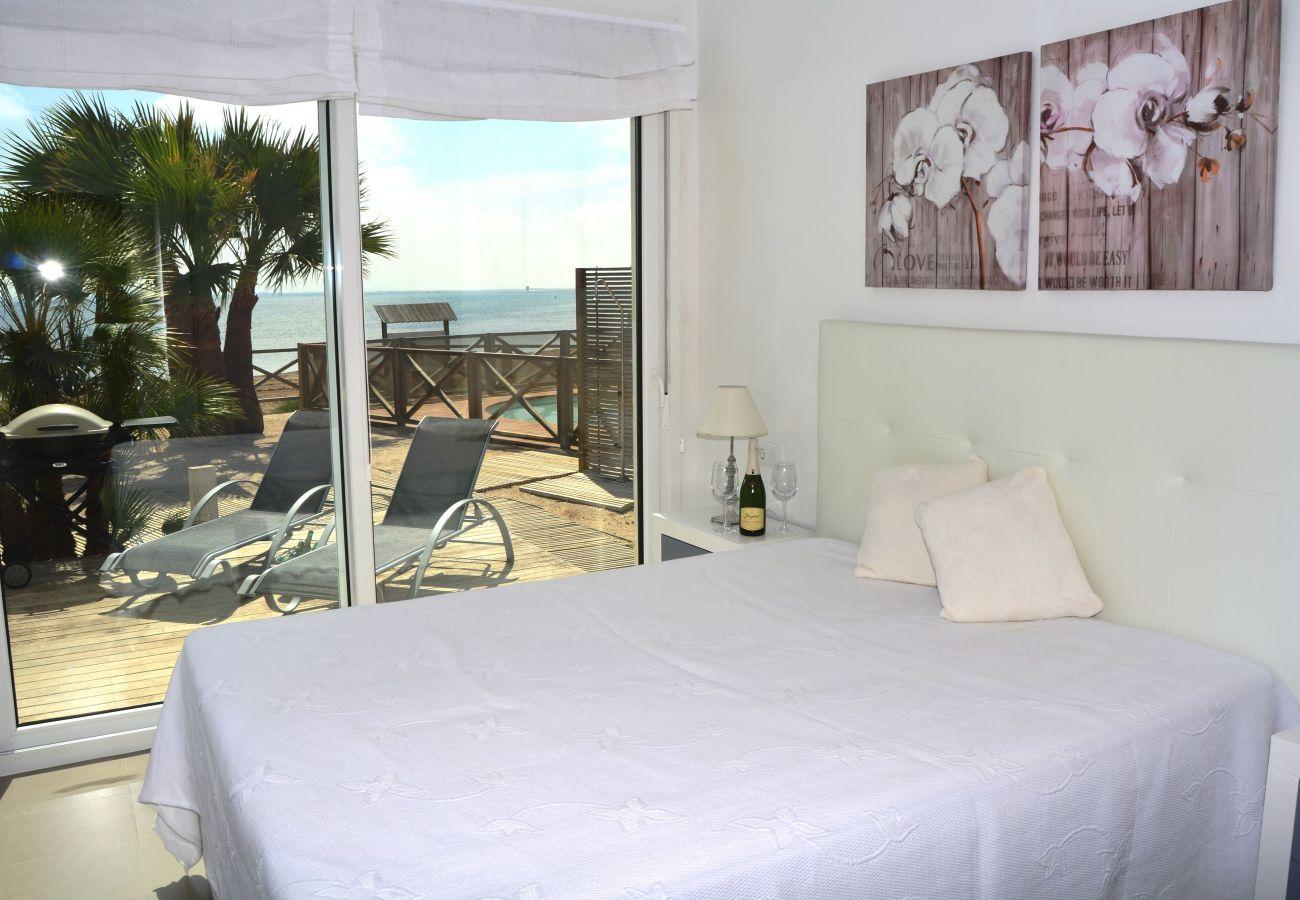 Dormitorio de cama doble con precioso interior - Resort Choice