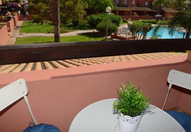 Gran balcón con bonitas vistas - Resort Choice