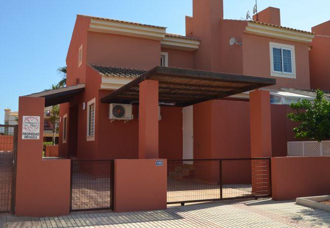 Vista de la fachada de la casa familiar - Resort Choice