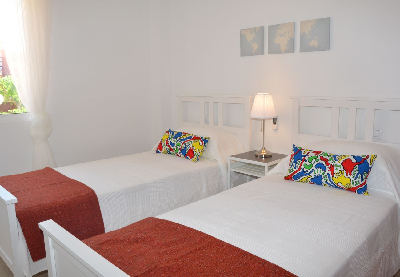 Bonito dormitorio de 2 camas individuales - Resort Choice