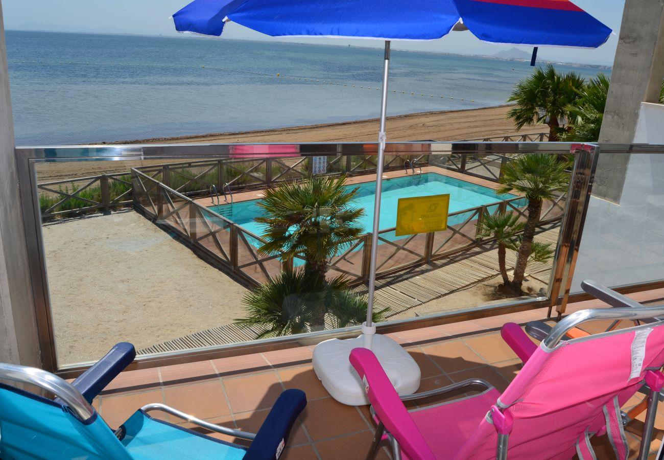 Dormitorio principal con gran balcón bien equipado y amueblado - Resort Choice