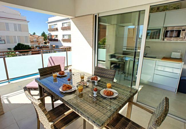 Precioso apartamento con balcón grande y moderno bien equipado