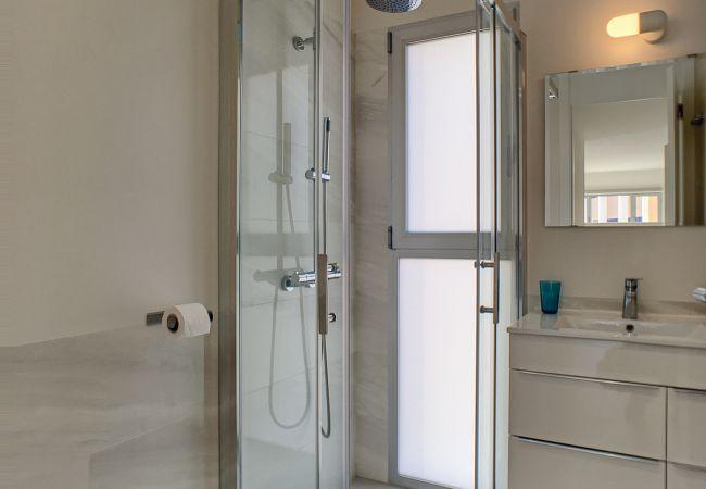 Precioso apartamento con baño moderno y bonito