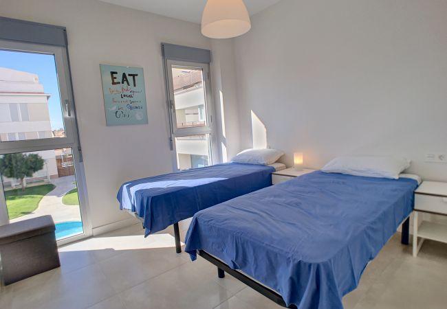 Precioso apartamento con dormitorio de 2 camas grande y moderno