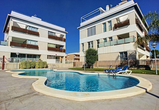 Precioso apartamento con gran piscina bonita